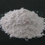 کربنات کلسیم یکی از فراوان ترین مواد معدنی پوسته زمین است، عمدتا فسیلی و یا به صورت سنگ آهک و گچ ناشی از دگرگونی سنگ های رسوبی تشکیل می شوند. ترکیب این ماده به میزان (> 98٪) كربنات كلسیم CaCO3 ، با مقدار کمی از كربنات منیزیم، اکسید آهن و سیلیكات آلومینیوم بصورت طبیعی موجود می باشد.